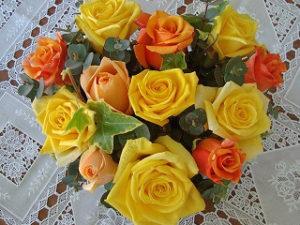 ハート型のアレンジ。元気いっぱいビタミンカラーをお礼に。