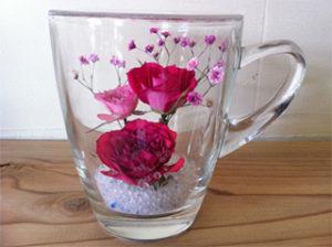 大切な人の好きな色のバラが入ったボトルフラワー